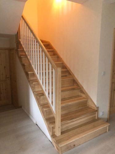 schody jesionowe lakierowane