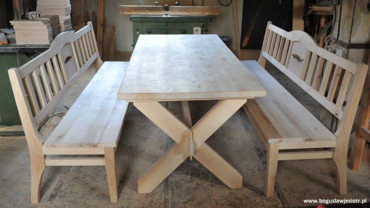 Stół drewniany i ławki józefów